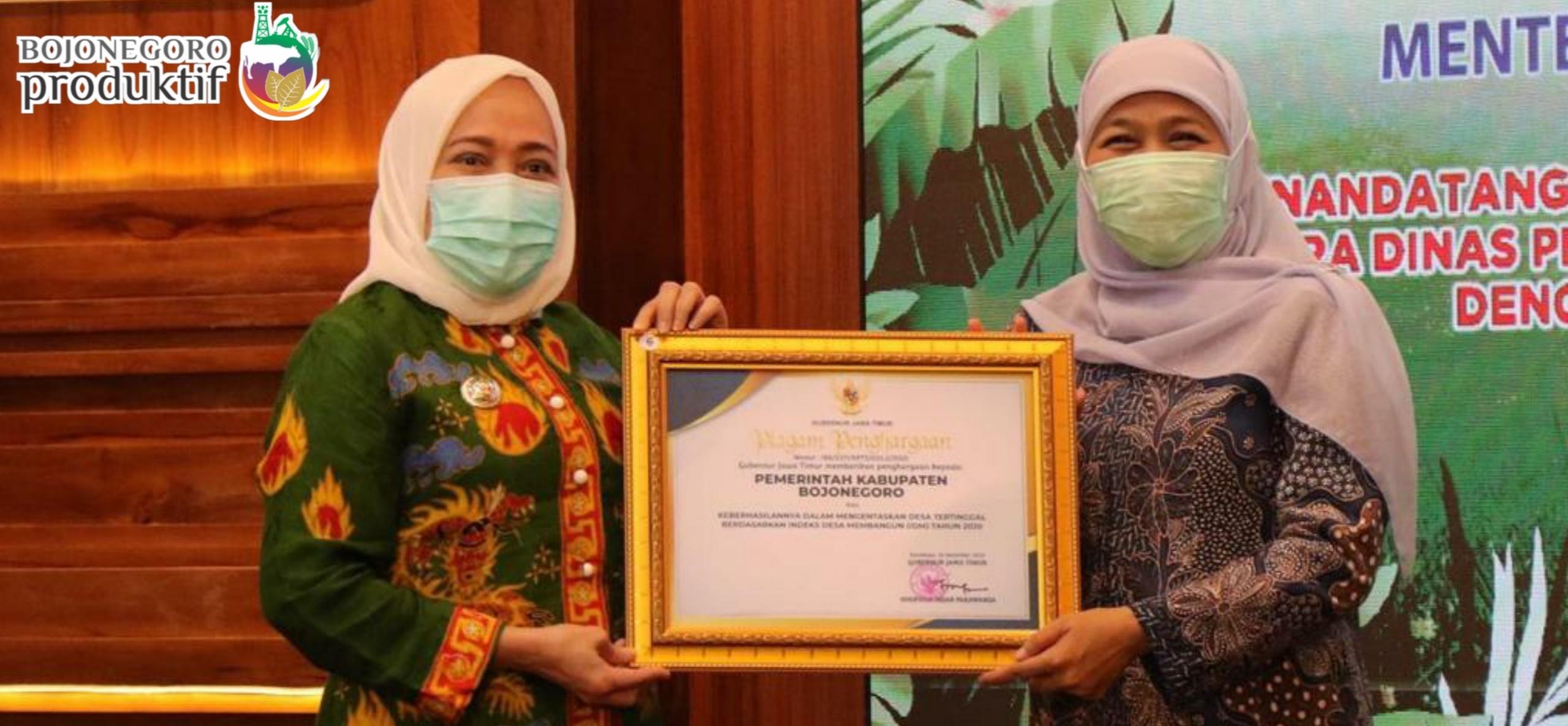 Penghargaan dari Gubernur Jawa Timur atas Keberhasilan Kabupaten Bojonegoro <BR>dalam Mengentaskan Desa Tertinggal Berdasarkan Indeks Desa Membangun (IDM) Tahun 2020